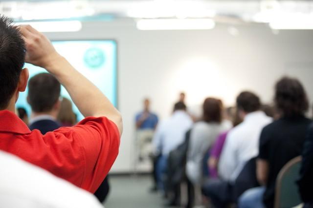 La formación en Social Media es necesaria para sacar el mayor rendimiento a las redes sociales como herramienta de promoción. FUENTE. houstontech.org