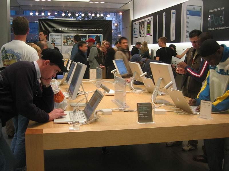 La nueva tecnología permite nuevas herramientas de promoción como el marketing online. FUENTE. en.wikipedia.org